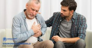 La foto mostra un uomo con difficoltà respiratorie dovute alla sindrome di roemheld